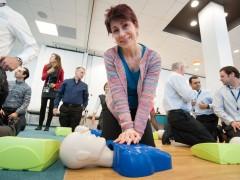 Simulation en groupe d'un massage cardiaque
